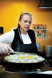 Cecilia Marchesini preparing a crepe.